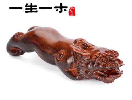 红酸枝木雕手把件